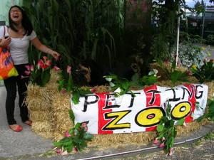 Georgetown_petting_zoo_artopia_2007