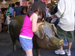 Rachel_the_pig_gets_a_piggy_bank_do