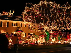 Christmas_lights_in_west_seattle_on