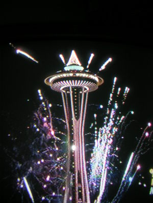 Space_needle_new_years_fireworks_1
