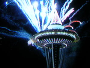 Space_needle_new_years_fireworks_7